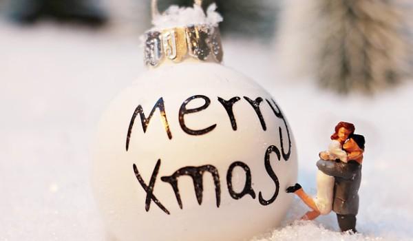 christmas-bauble-1872135_640